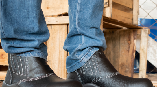 WHAT IS THE IDEAL SAFETY FOOTWEAR FOR WORKERS IN THE CONSTRUCTION INDUSTRY?